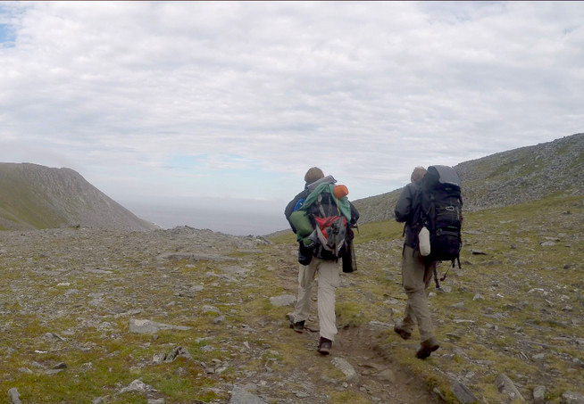Jannis Riebschläger (links) und Joel Galla (rechts) auf den letzten Metern zum Nordkap
