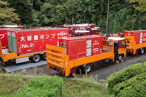 大容量ポンプ車と送水車