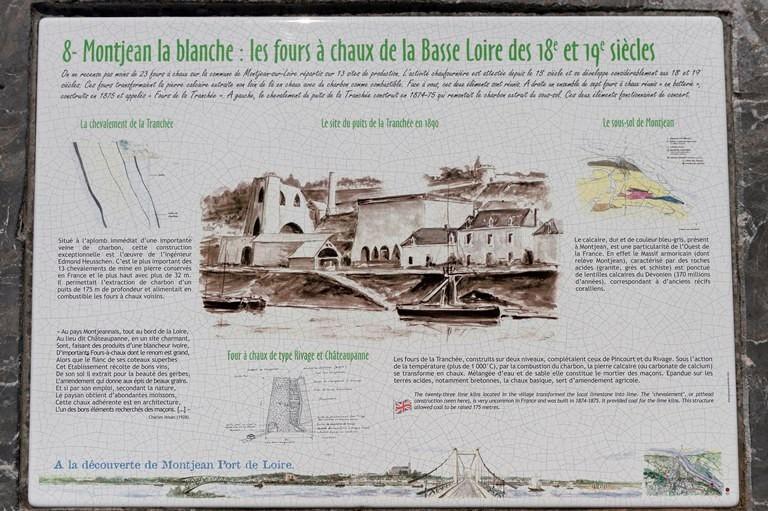 Une des plaques de la balade intra-muros à parcourir à Montjean sur Loire, © Dominique Drouet