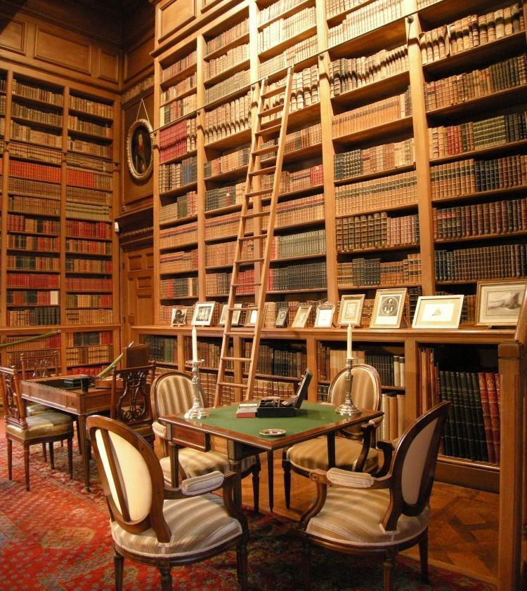 Château de Serrant, d'époque Renaissance : le mobilier et la bibilothèque sont remarquables. © Château de Serrant