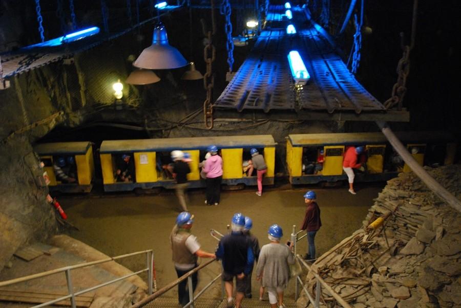 Descendez dans les profondeurs de la Mine Bleue à Noyant la Gravoyère © Mine Bleue