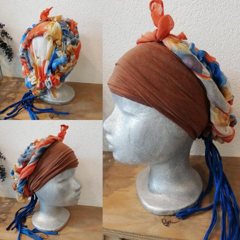 35 bruin oranje blauw bloemmotief