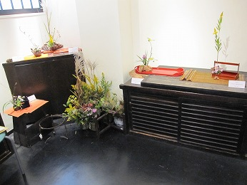 野の花司さまのギャラリーでは、2013年と2014年に華展を開かせていただきました。