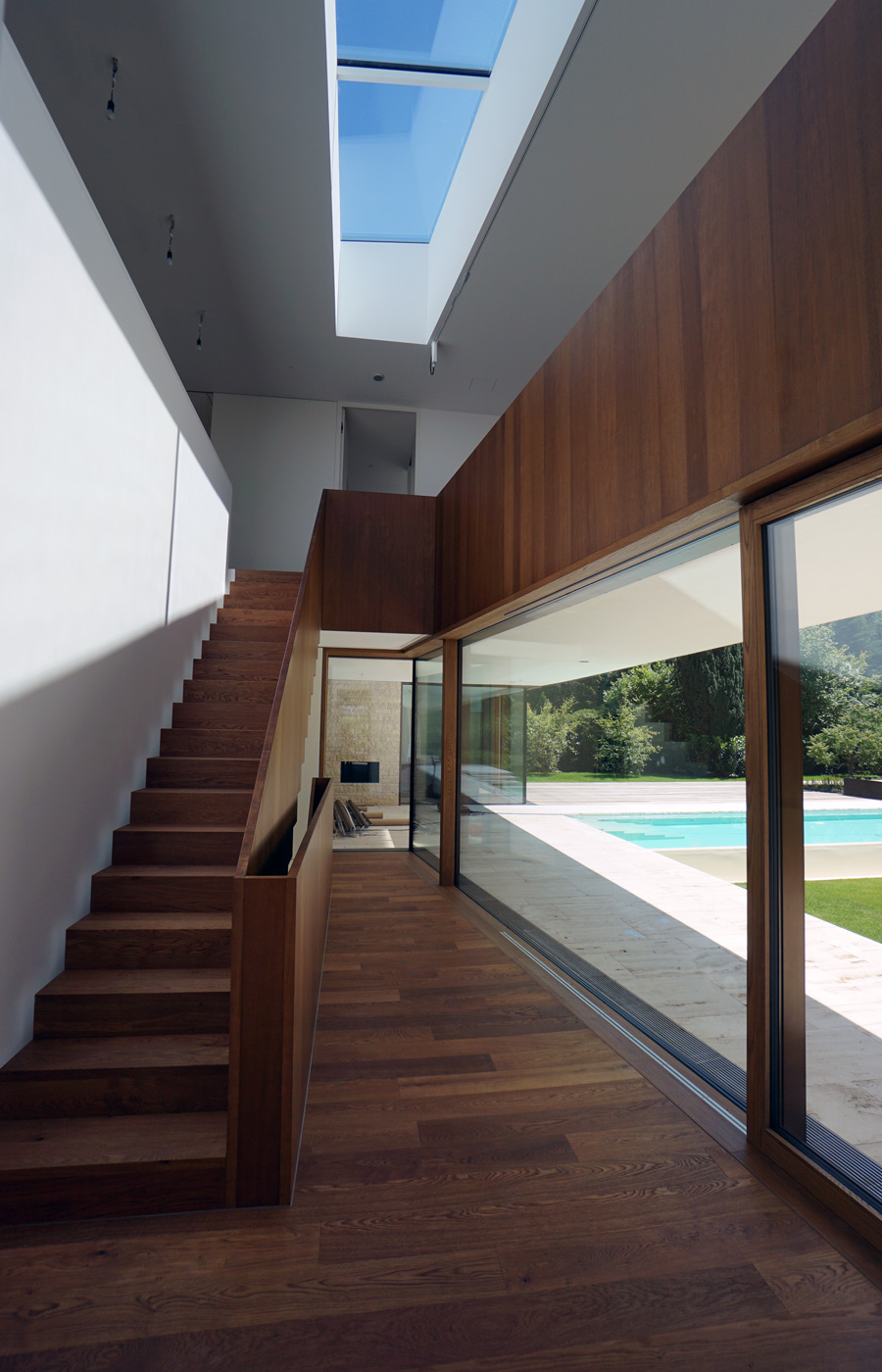 Treppe massives Holz, Brüstung und Wandverkleidung Echtholz Furnier