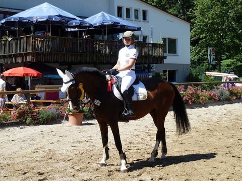 1. Platz Springprüfung Kl. L mit Narischa,1. Platz Punktespringprüfung Kl. L mit Joker mit Narischa