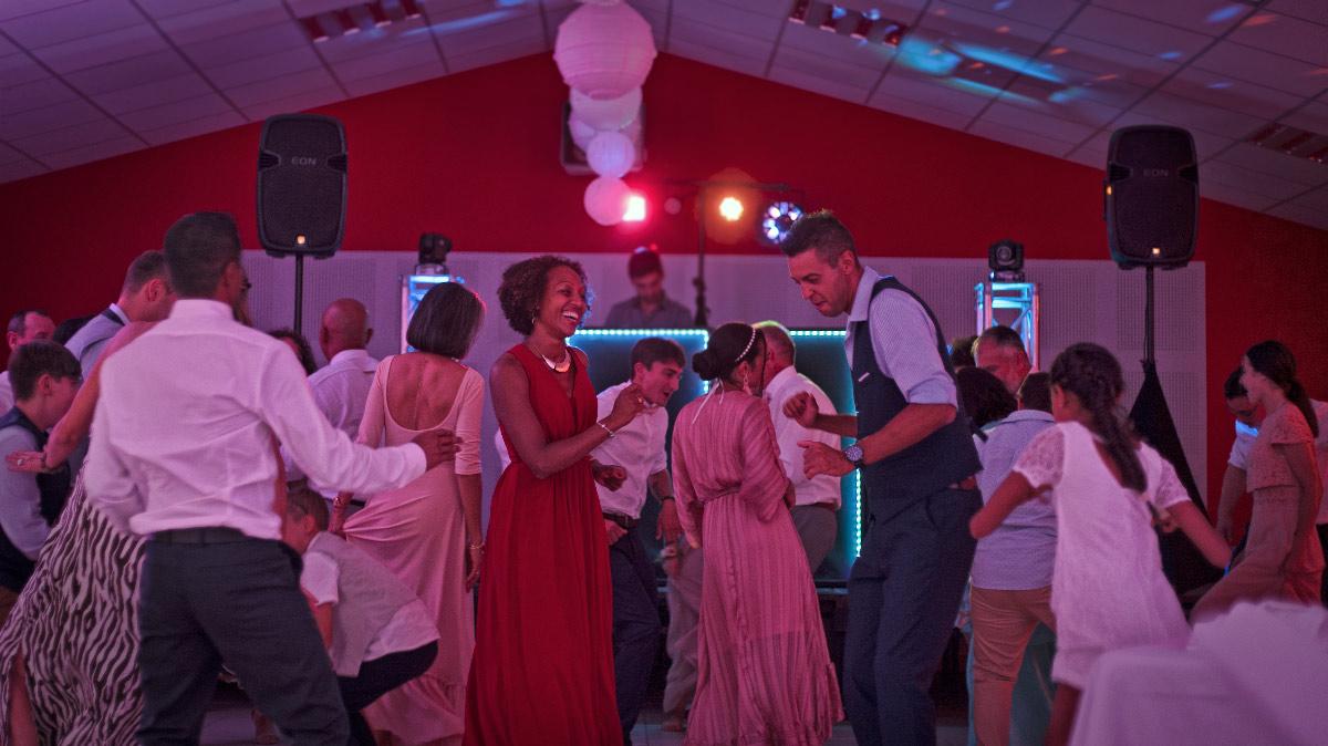 Une Partie Dansante DJ / Anniversaire
