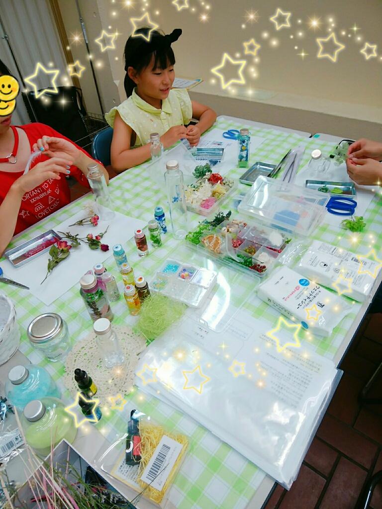 今年の夏休みは小学生もお友達といっしょにハーバリウムレッスンを楽しんでくれました。