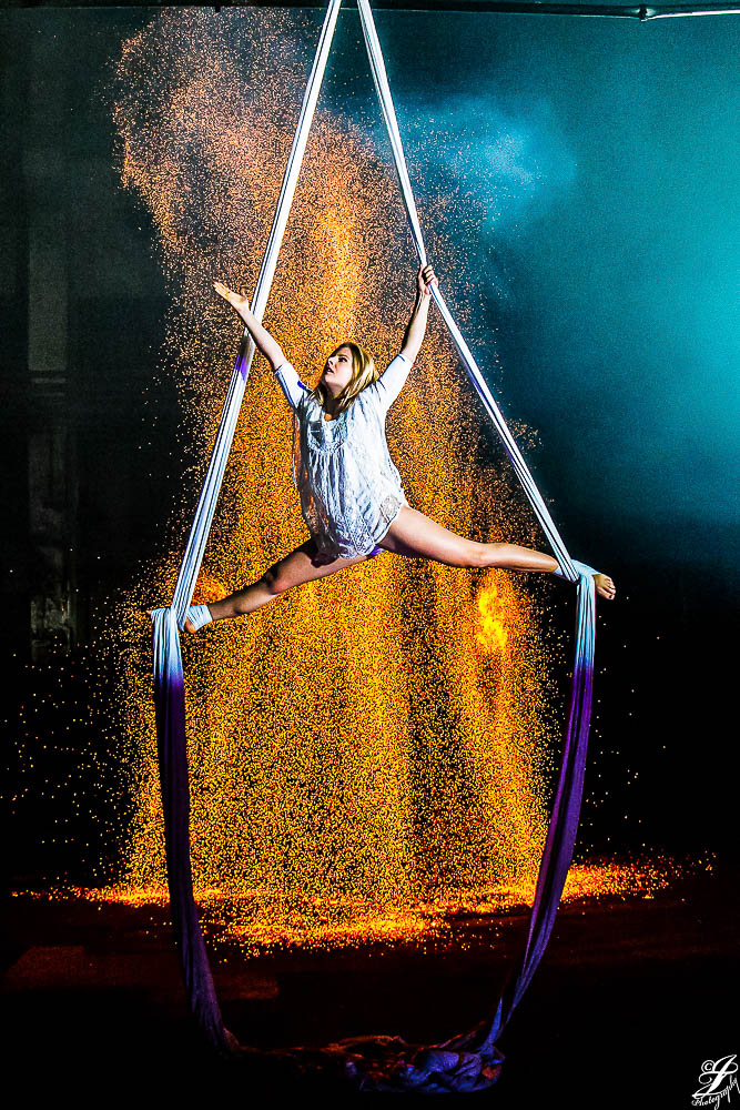 Funkeneffekt Kohle mit Aerial Akrobatik