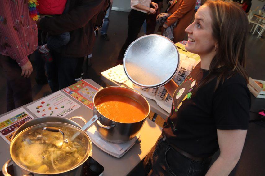 """Disco soupe avec le réseau Slow Food et le Collectif Ma Planet : il est aussi possible de cuisiner """"les légumes moches""""!!"""
