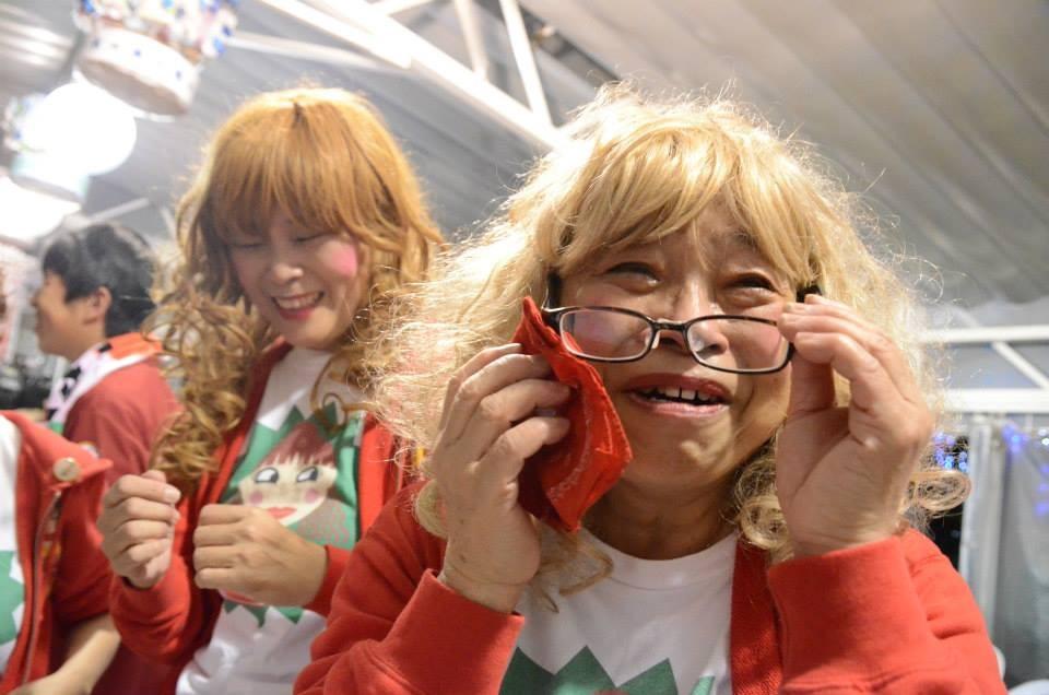 優勝に感極まる大阪のおばちゃん