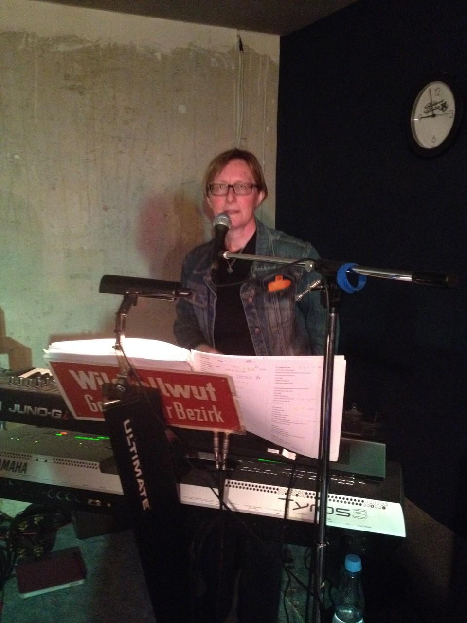 Inge - Keyboard und Gesang