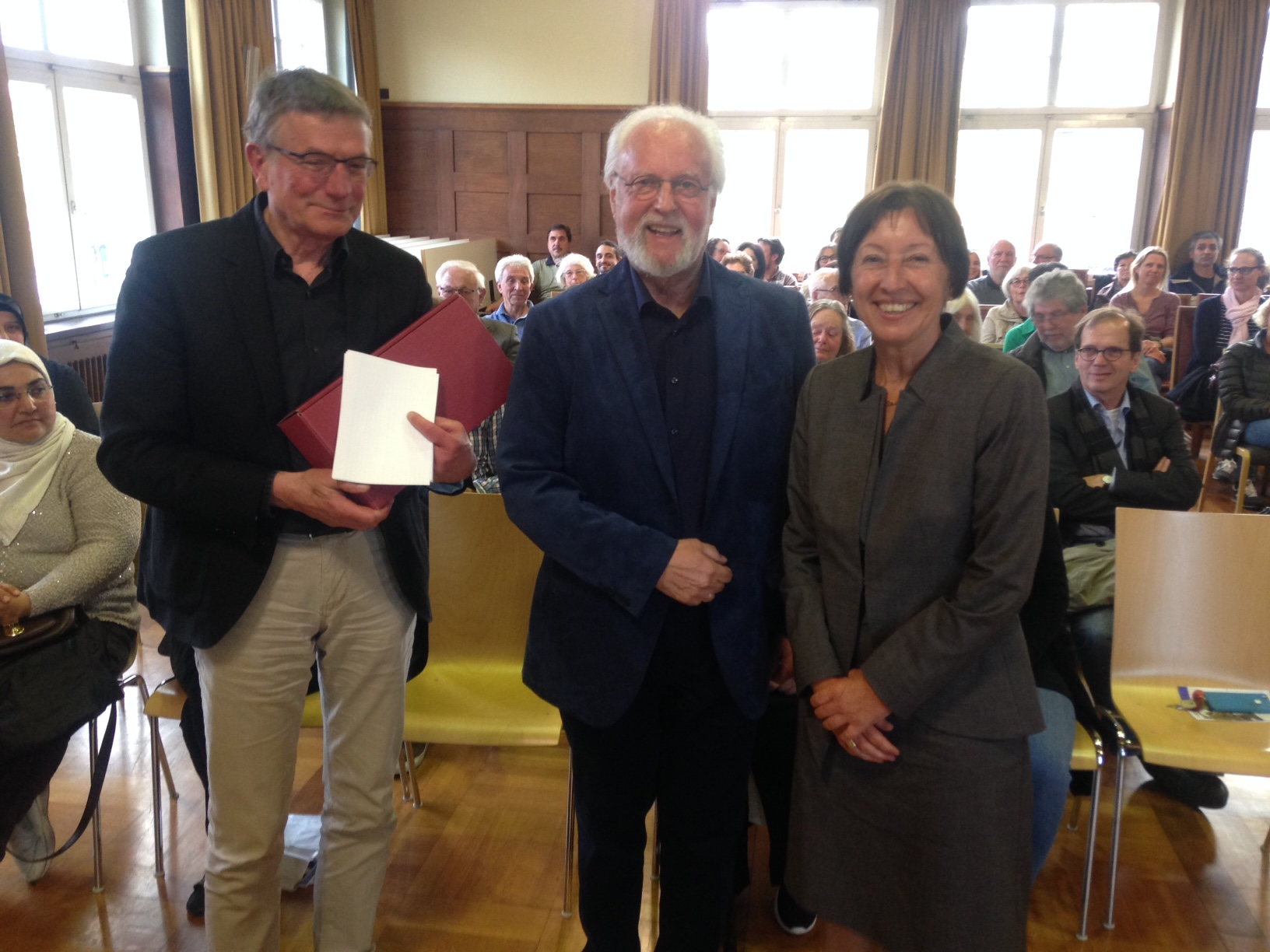 Jörg Armbruster, Pfarrer Ulrich Kadelbach als Verantwortlicher und Bezirksvorsteherin Andrea Klöber