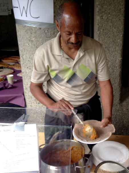 16.09.16. fürs leibliche Wohl sorgt u. a. der Eriträische Verein Feuerbach
