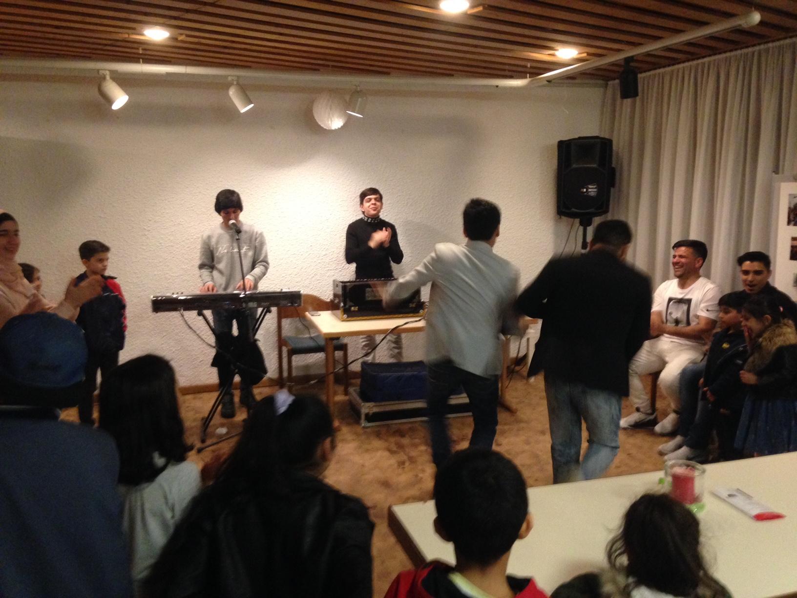 Nasri Ahmad und Shahriar Gulami sangen und spielten afghanischen Volkslieder