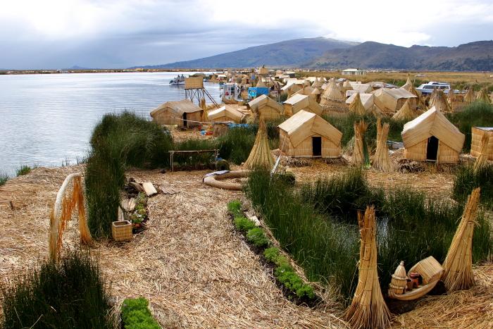 Nendrinės urų salos Titikakos ežere Peru
