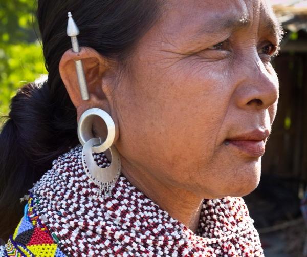 Pasipuošusi Hatibandos moteris Bangladeše Čitagongo kalvų ruože
