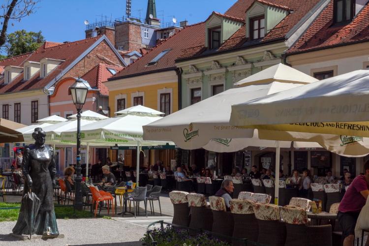 Zagrebo kavinių gatvė ir paminklas pirmajai kroatei žurnalistei