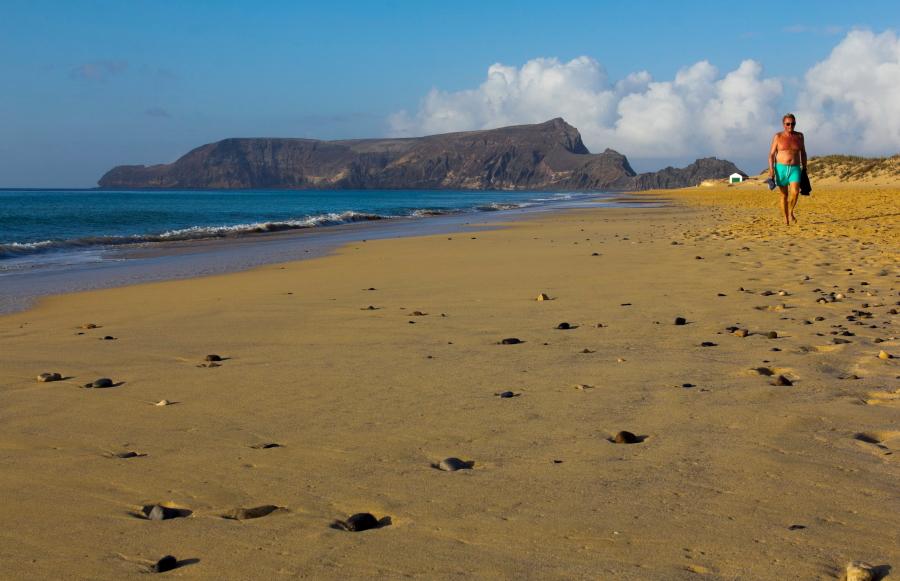 Išilgai viso Porto Santo salos kranto driekiasi 9 km ilgio paplūdimys