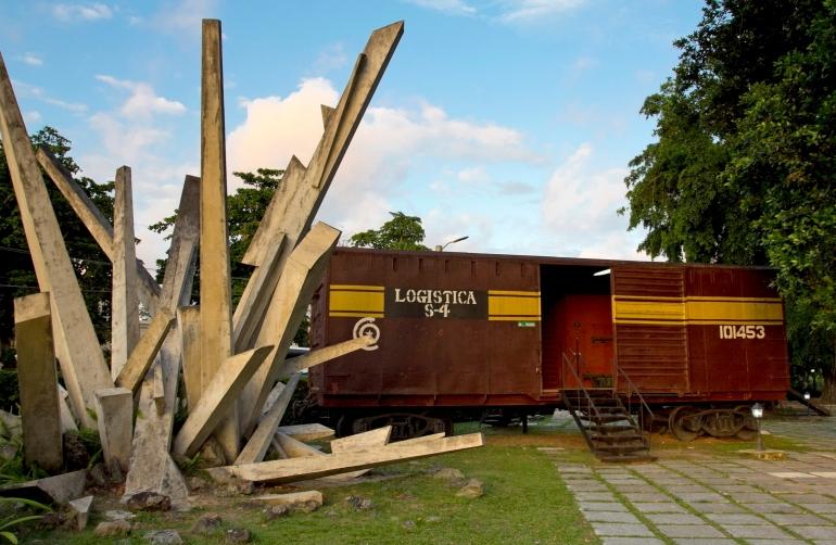 Nuo bėgių nuriedėjusiame Šarvuotame traukinyje įrengtas Che Guevaros kovos muziejus - Kuba