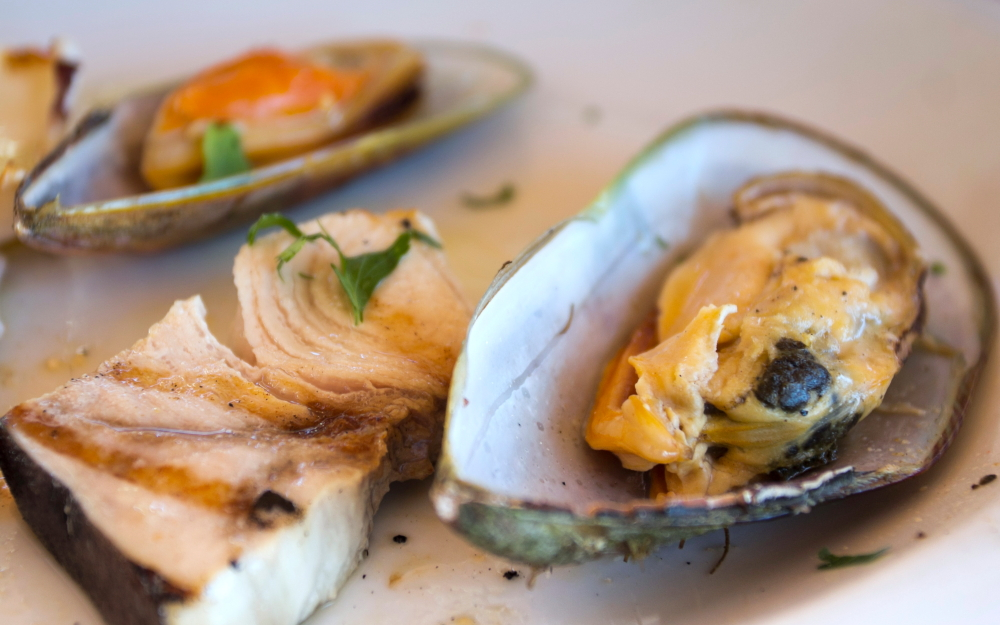 Jūros gėrybės Kipro restorane - geldelės, moliuskai, žuvis