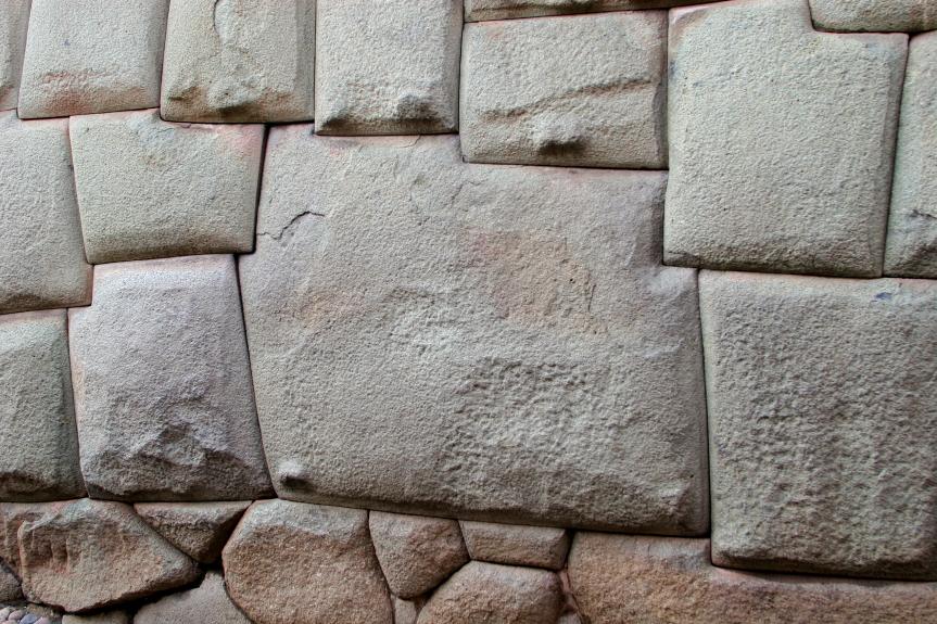 Dvylikakampis inkų akmuo Huacaypatos gatvėje Kuske
