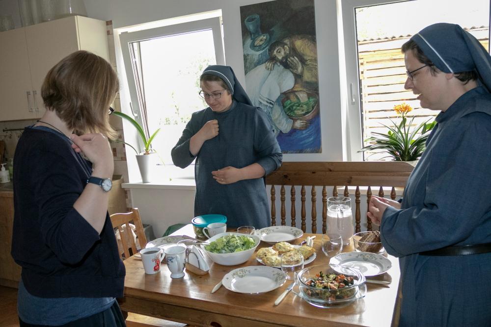 Seserys kviečia pietų
