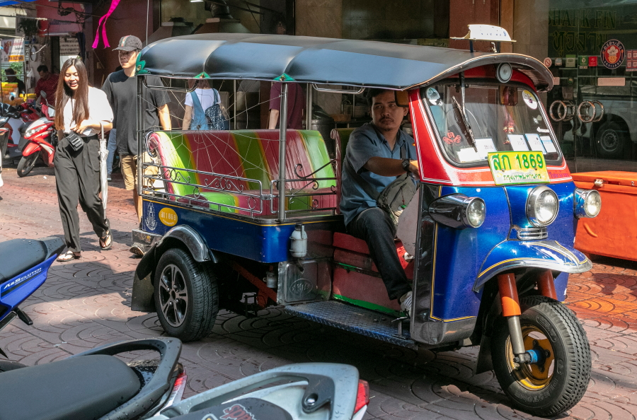 Tuktuko vairuotojas Yaowarat gatvėje / Foto: Kristina Stalnionytė