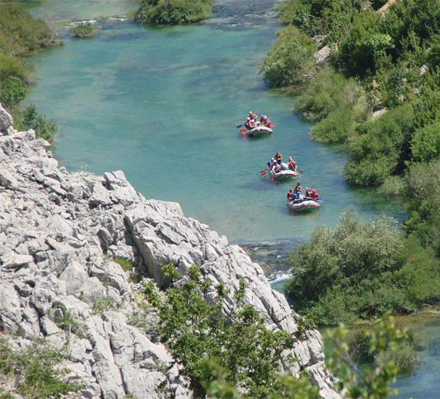 Plaustai Zrmanjos upėje netoli Zadaro / Foto: Zadar Outdoor Festival