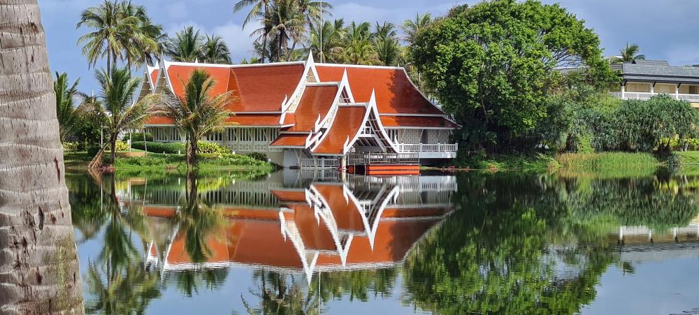 Angsana Laguna Resort viešbučio restoranas primena šventyklą