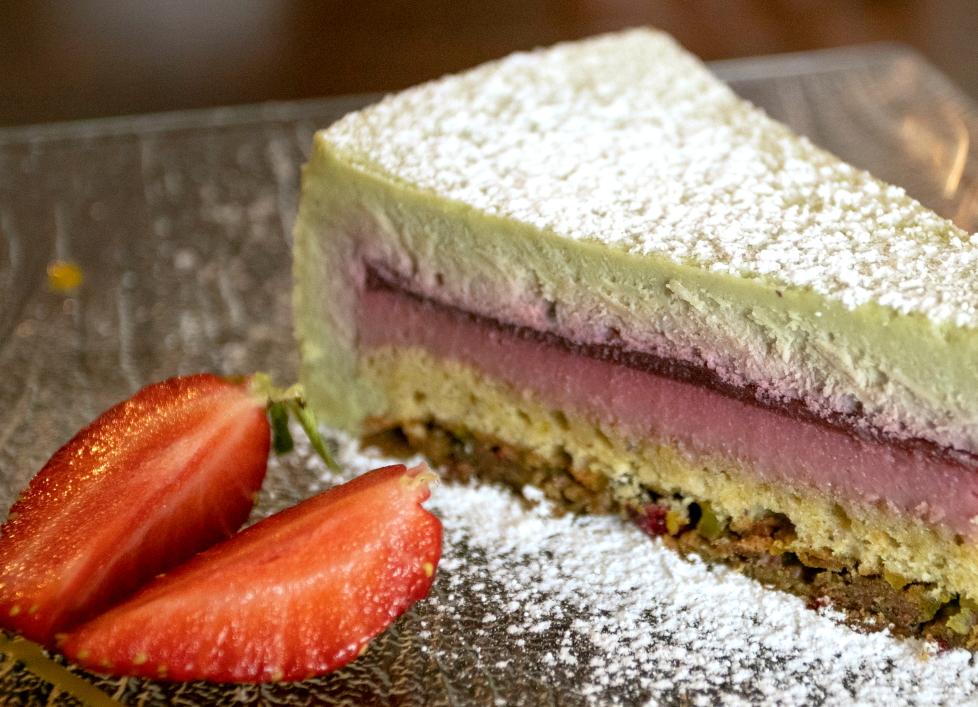 """Pistacijų pyragėlis Utenos restorane """"Burgundija"""""""