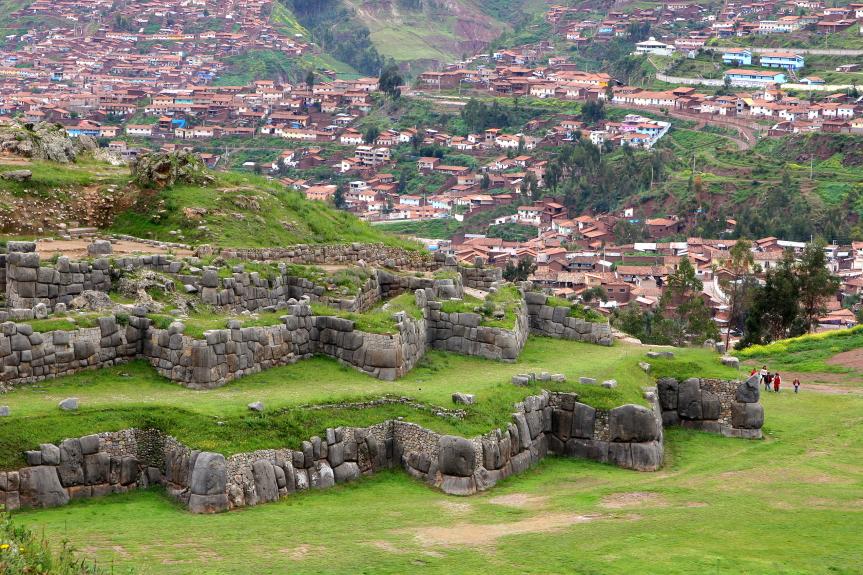 Inkų tvirtovės Saksaivamano sienos prie Kusko primena pumos formas