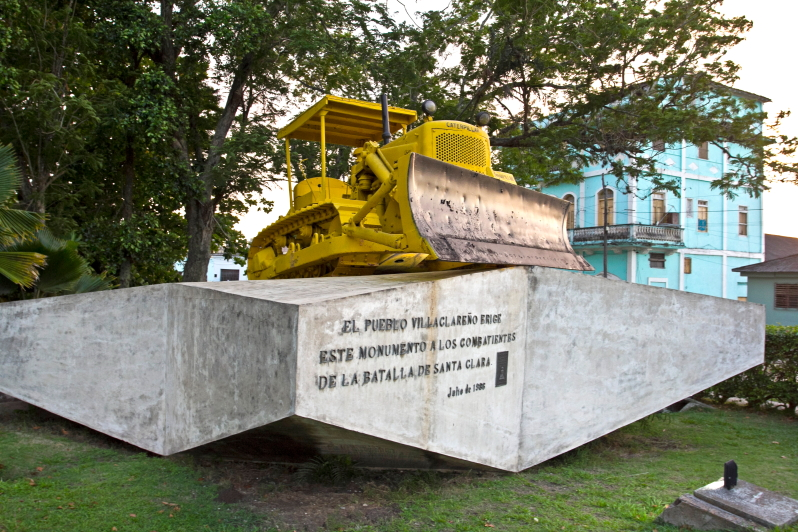 Paminklas buldozeriui anta Klaroje - Che Guevara
