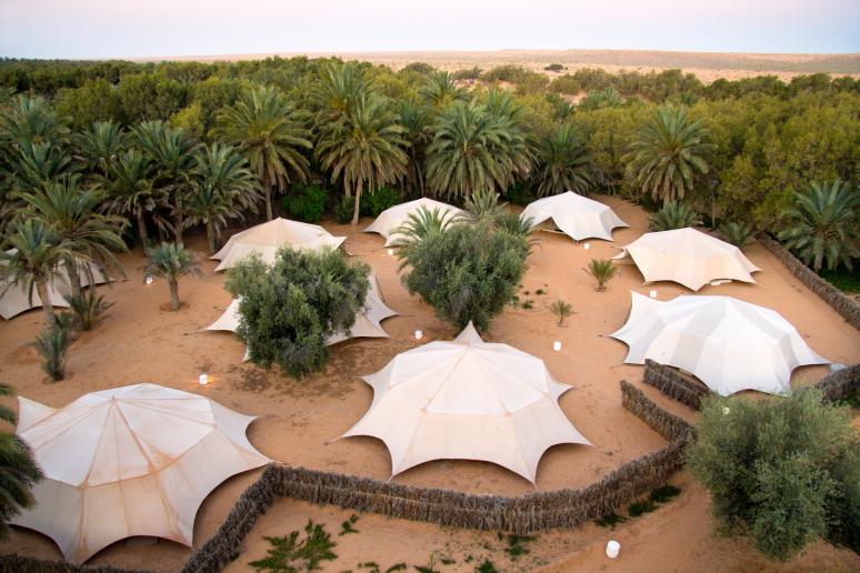 Palapinių viešbutis Ksar Gilano oazėje Tunise Sacharos dykumoje