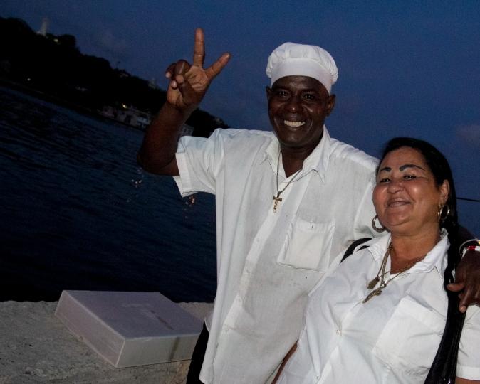Dešrainių pardavėjai Havanos Malekono krantinėje