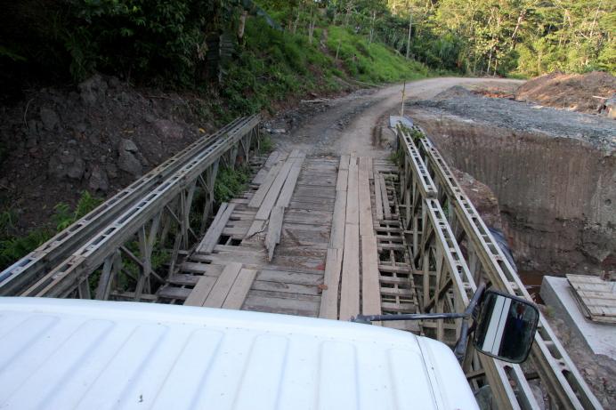 Tiltas per upel5 Ekvadoro Amazonijoje 6uar7 gyvenamoje teritorijoje Morona Santjago provincijoje