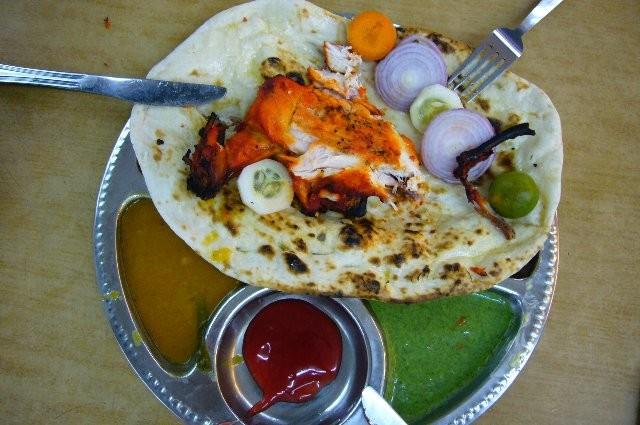 本格的なインド料理が食べられます。これはのりのりのお皿。