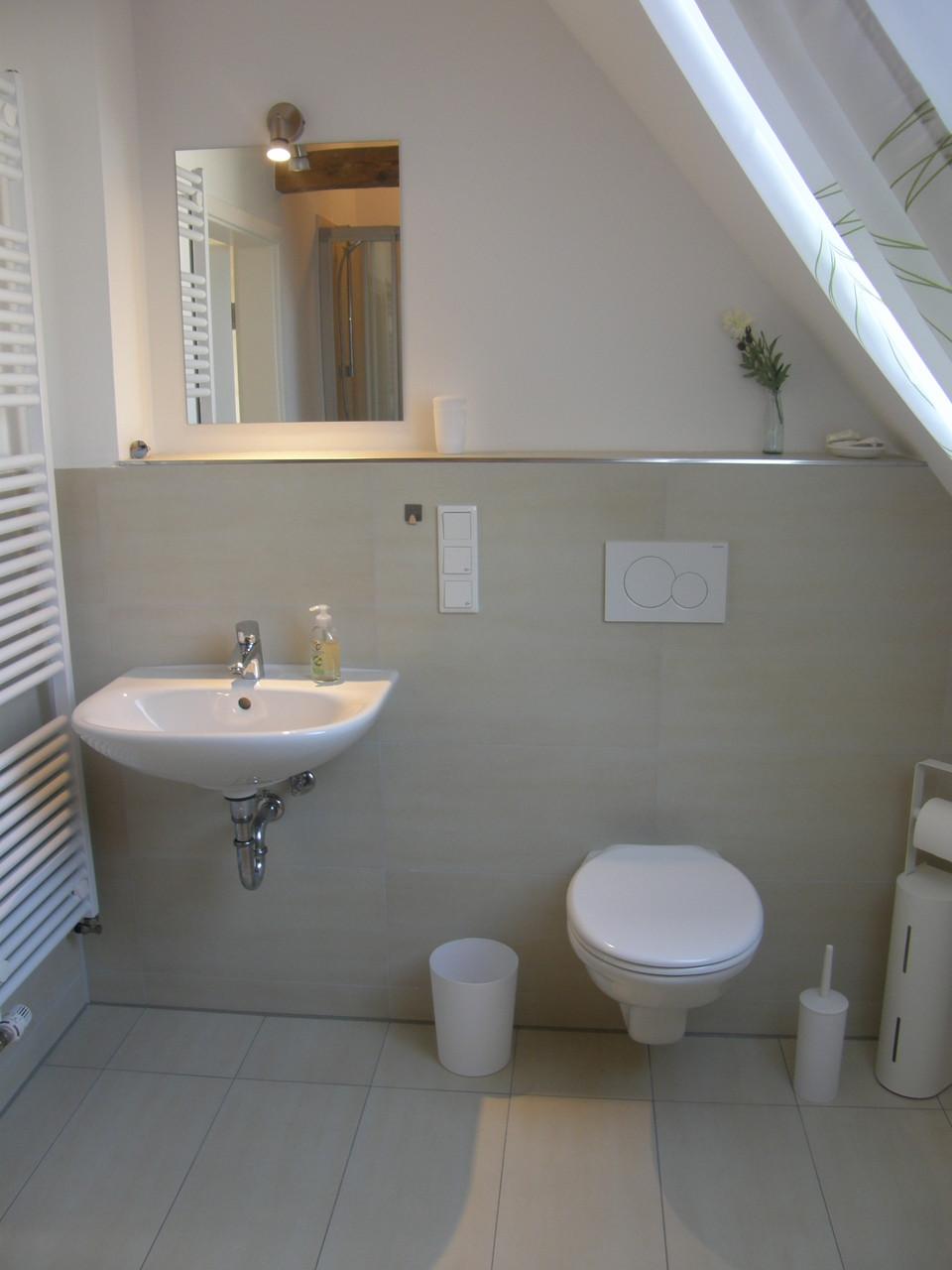 Bad2 oben  auch mit Wanne und Dusche