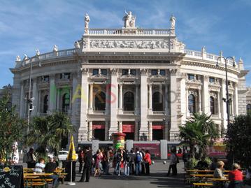 MARS Triloca_Wien-Rathausplatz Burgtheater
