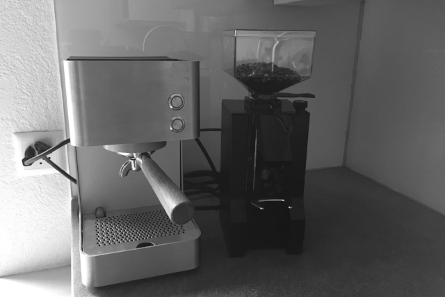 MÜHLE IST DER HAMMER, KAM SCHON GESTERN AN, BIN GLÜCKLICH, ZUSAMMENMIT ZURIGA BEST COFFEE EVER! (C aus Thalwil per Mail, 17.2.2018)