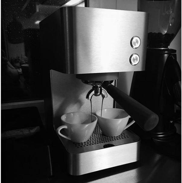 puristisch wie sie designt ist, ist sie auch in der verwendung.. perfekt abgestimmt für grossartigen espresso (A aus Zürich via Instagram, 4.1.2018)