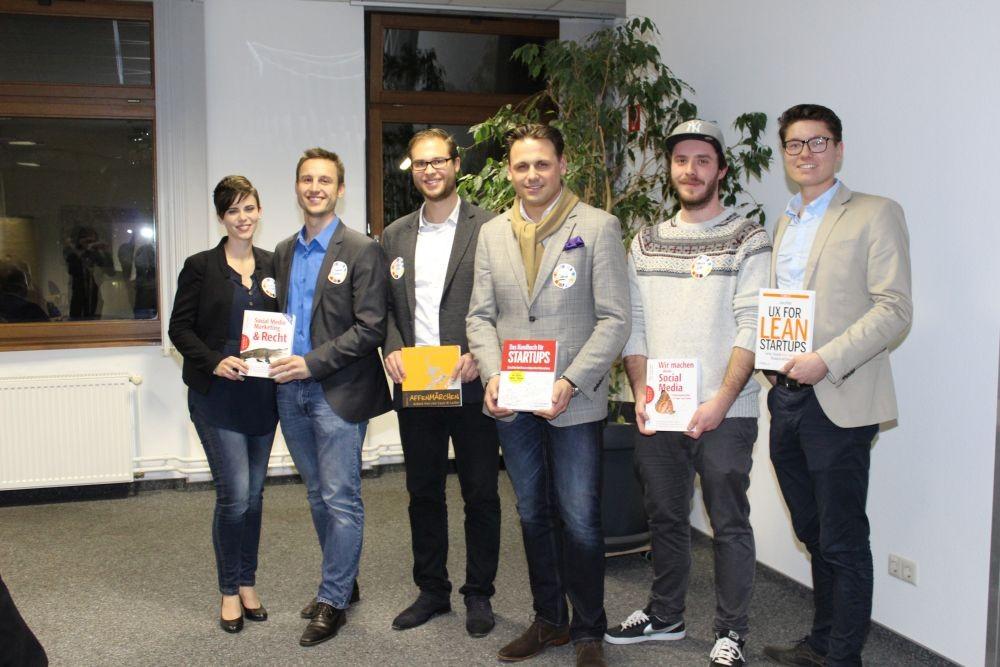 Die Gewinner mit ihren Buchpreisen