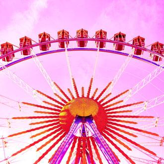rosanes Riesenrad aus der Serie Wiesn