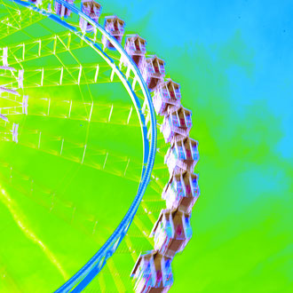 blau-grünes Riesenrad aus der Serie Wiesn