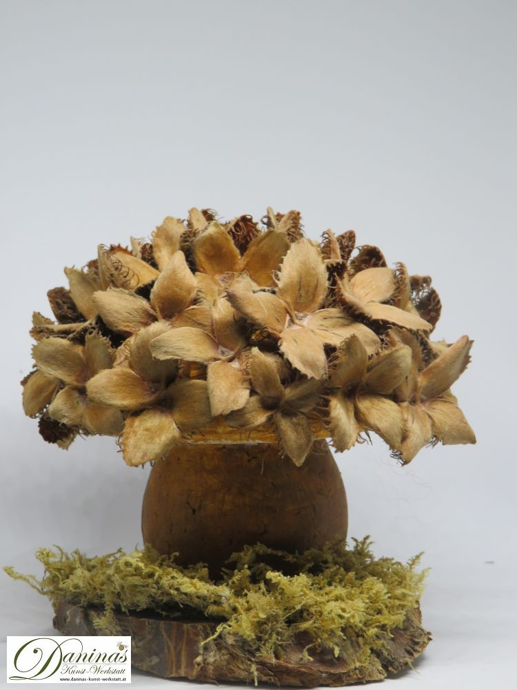 Handgefertigter Deko Pilz mit Bucheckern. Ideal als Geschenk, hübsche Herbstdeko.