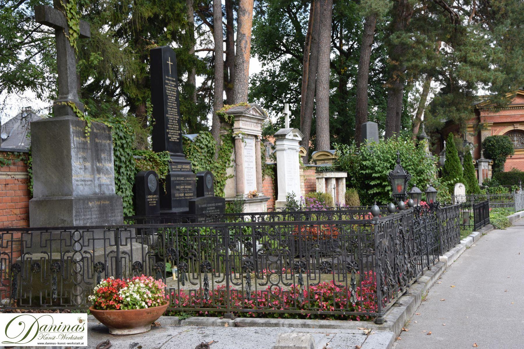 Alte prächtige Gräber und die landschaftsarchitektonische Schönheit machen den Salzburger Kommunalfriedhof einzigartig!