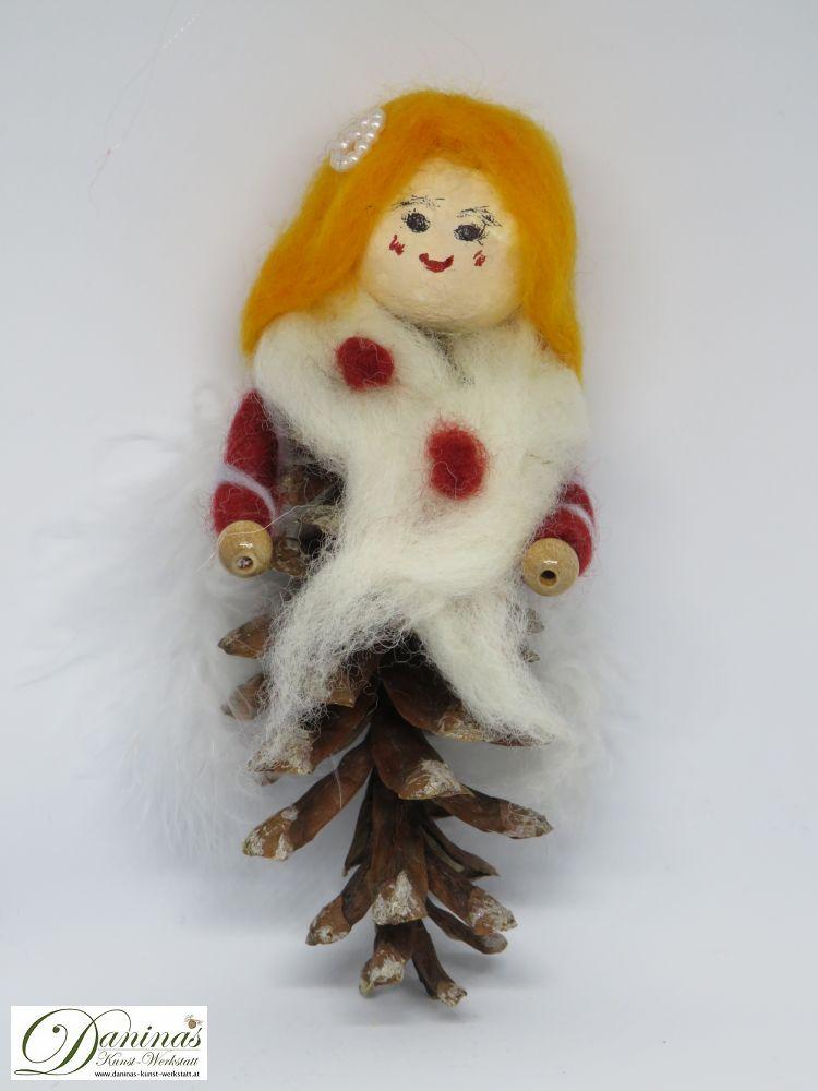 Engel Melike. Handgefertige Figur aus Weymouthskiefer Zapfen, mit goldenen langen Haaren und einem weißen Schal aus Wolle sowie weißen Federnflügeln