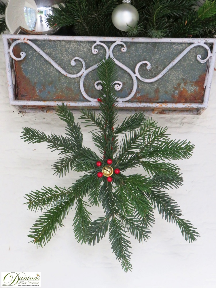 Gebastelter Weihnachtsstern aus Tannenzweigen