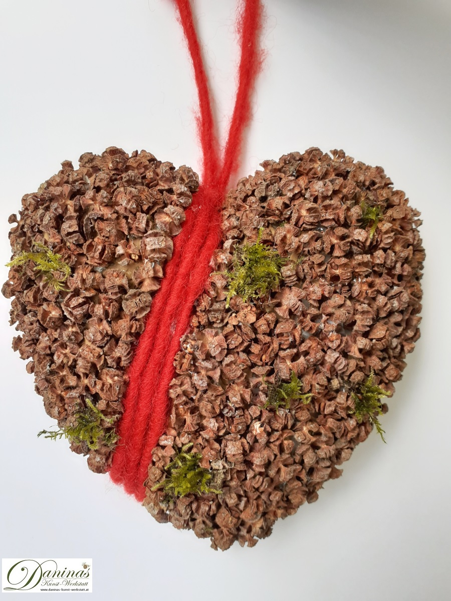 Handgefertigte Baum mit Lärchenzapfen, Perlen & Zierschleife im Topf mit Moos. Ideal als Geschenk, Herbst- oder Weihnachtsdeko.