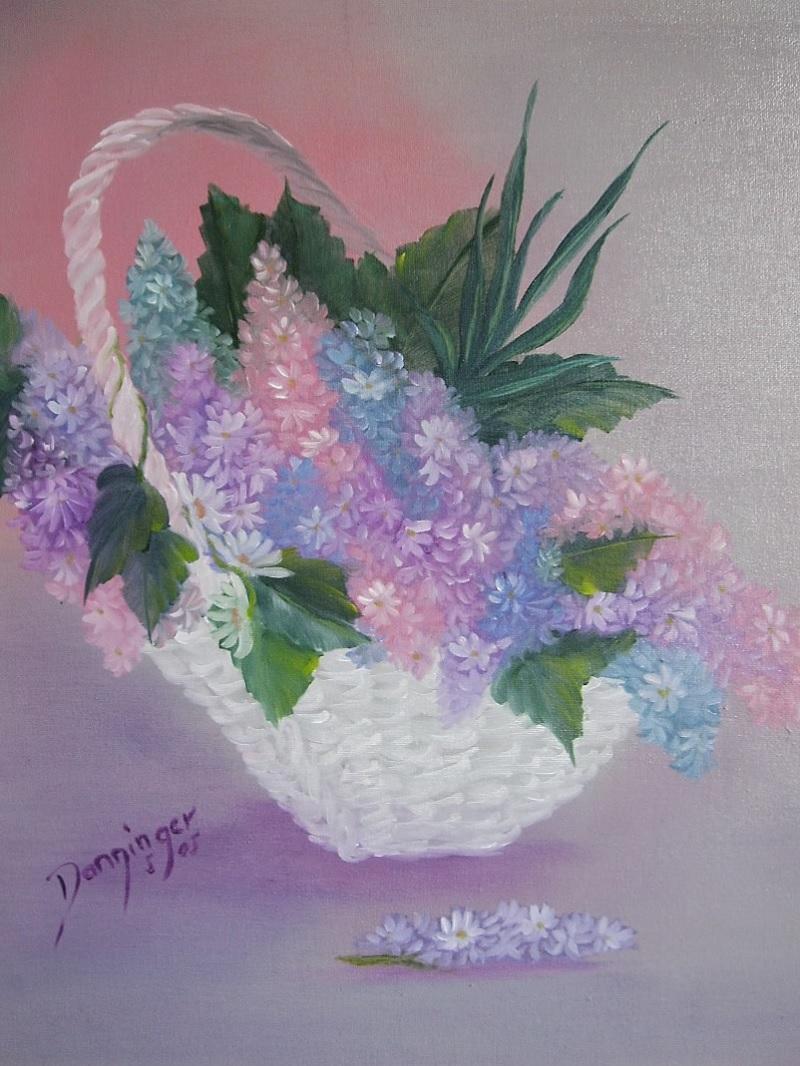 Flieder im Korb, Ölbild auf Leinwand. Gemaltes Blumengemälde by Daninas-Kunst-Werkstatt.