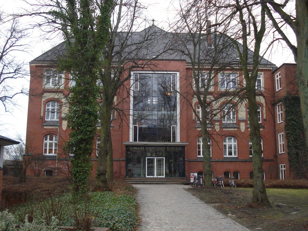 Seminargebäude mit Haupteingang